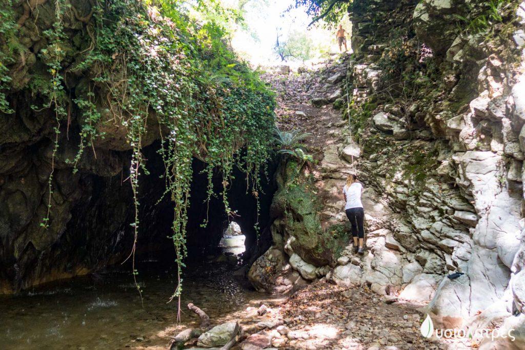 Σπήλαιο Θεοτικό